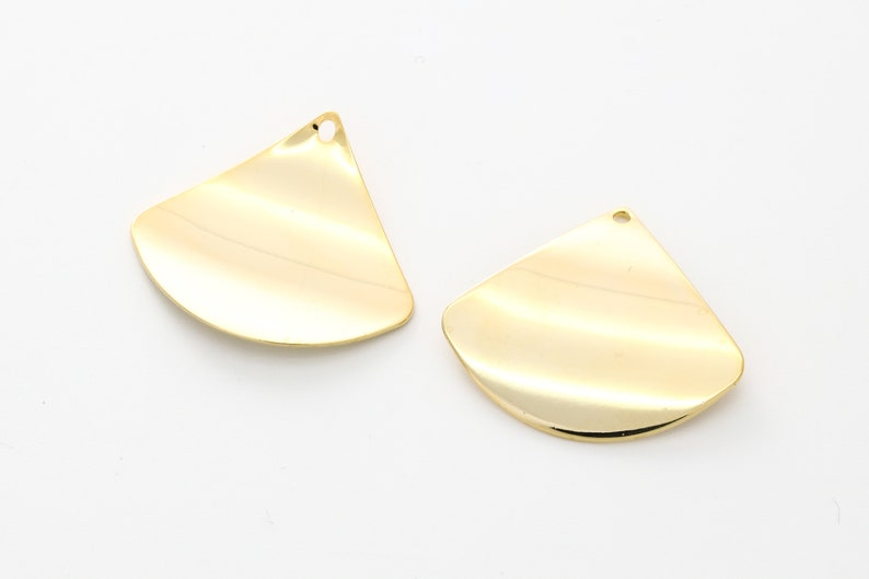 A29-G3 0.8mm thick Nickel free 26x29mm 2 pcs L 1.6mm hole 16K gold plated brass Stamping blanks charms Curved fan shape pendant