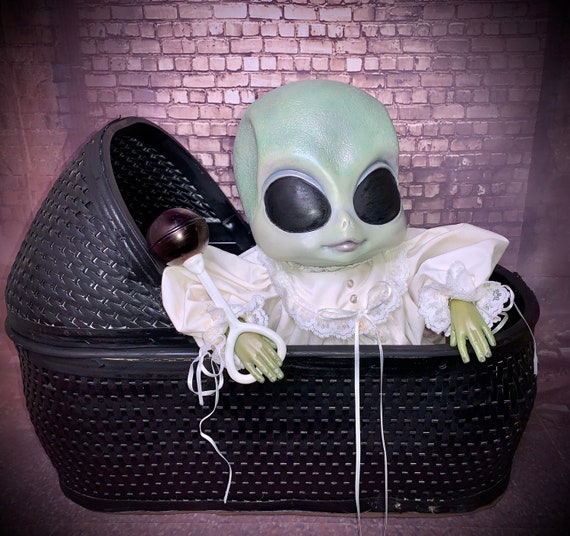 Original Reborn Area 51 Alien Hybrid Human Baby With Bassinet And Rattle Dressed For Bed Biohazard Baby