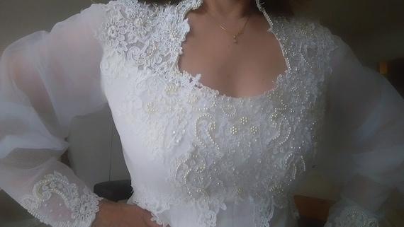 Romantic White Wedding Gown with Sweetheart Neckli