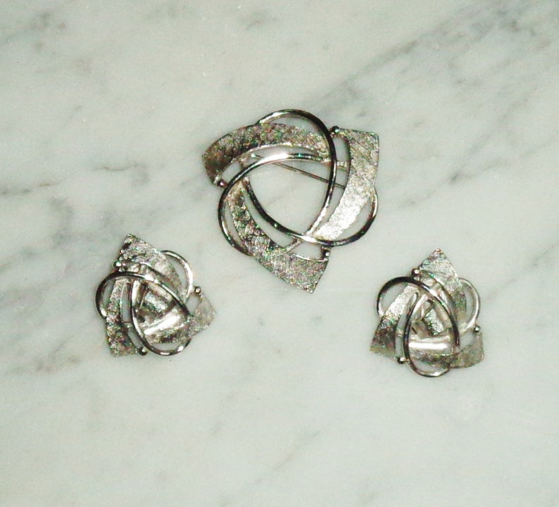Silver Chrome Triangle Atomic Retro Brooch /& Clip on Earrings Set Vintage