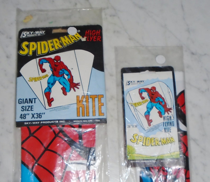 Sky Way SPIDERMAN High Flying Kite/'s MIP ~ Set of 2 Vintage 1979~ Giant 48x36 /& 26x36