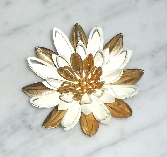 Daisy Flower Brooch Vintage Gold Tone Metal 3 18 inch Unsigned
