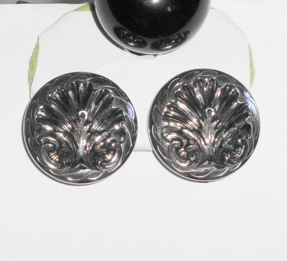 Clip On Earrings VINTAGE Silver Tone Metal Feather Fan Scroll Clip On Earrings
