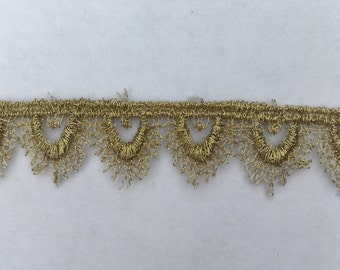 """Gold Tudor Style Small Pointed Scallop Lace for Renaissance/Elizabethan Reenactment, 5/8"""" (15mm) - sold by the half yard"""