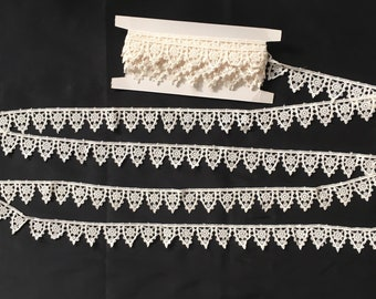 """4 Yards of Tudor Style Pointed Scallop Lace - Enough for a Ruff for Elizabethan/Renaissance Re-enactment, 1 1/4"""" (32mm)"""