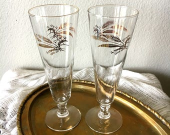 Vintage Gold-Rimmed Wheat Pilsner Glasses - Set of 2 / Mid-Century Modern Beer and Champagne Glassware / Retro Barware