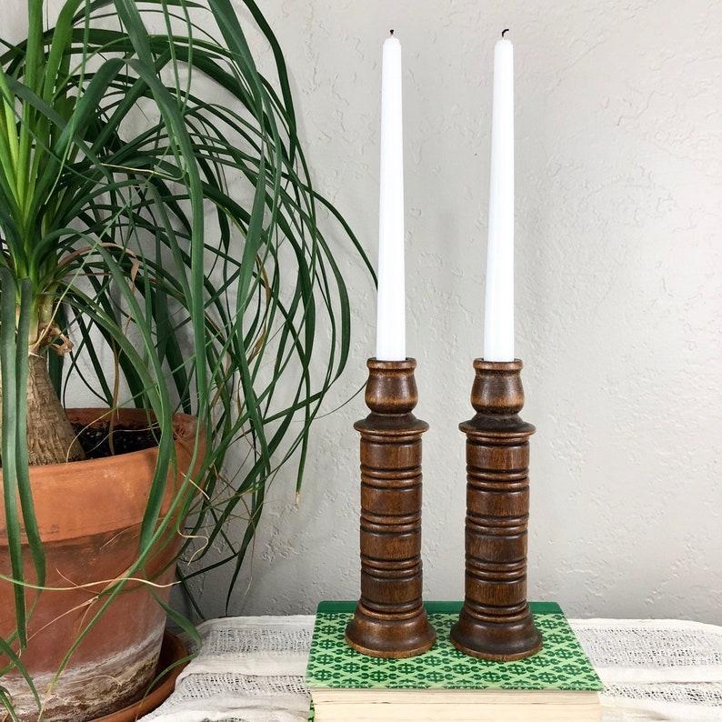3c35f138a6b0a2 Darling Vintage Drewno rzeźbione Świecznik | Etsy