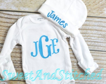 Personalized baby boy gift set in turquoise blue, baby boy monogram bodysuit outfit and newborn hat, Baby boy take home outfit monogrammed
