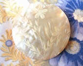 Vintage Mother Of Pearl Compac w Hand Carved Floral Motif Engraved Lid Gold Tone 50 39 s 60 39 s Cosmetic Containers Ladies Vanity Accessories