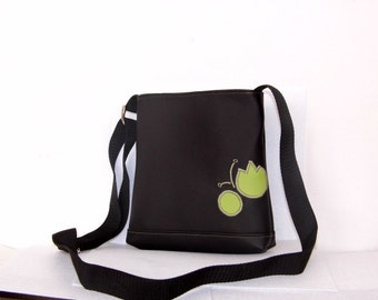 Black and green faux leather purse