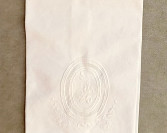 Vintage White Tea Towel, Embroidered Guest Hand Towel Scalloped Hem, Bridal Hostess Gift, Linen Shower Gift, 4 Available, Cottage Farmhouse