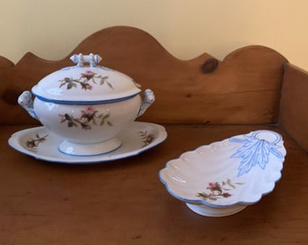 Haviland LimogesSauce Tureen with Underplate, Shell Condiment Dish, Moss Rose with Blue Trim, 2 Pieces, Blue White China, Gravy Tureen
