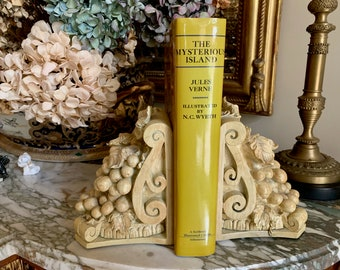 Vintage Grape Pattern Bookends, Cream Colored Resin Bookends, Shabby Cottage Bookends, French Country