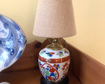 Small Chinoiserie Lamp,  Mini Porcelain Asian Ginger Jar Lamp with Footed Chinoiserie Wooden Base, Asian Chinoiserie Decor,