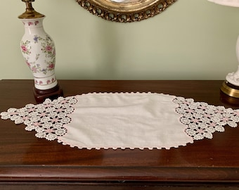 White Linen Doily, Pink White Crochet Trim, Vintage Handmade Dresser Scarf, Cottage Farmhouse Table Linens, Pink White Decor
