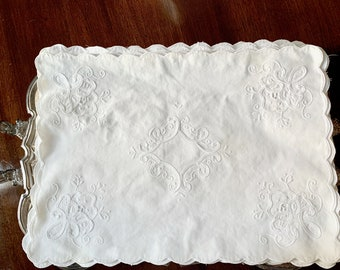 White Applique Placemats Set of 8,  White on White Scalloped Placemats,  French Country Cottage Farmhouse Table Linens