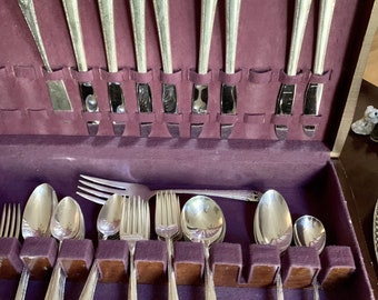 Art Deco Silver Flatware, Lovely Lady Silver Plate Flatware by Holmes and Edwards, 8 Place Settings Serving Utensils, 54 Pieces Silver Plate