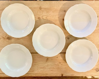 White Porcelain Soup Bowls, Scalloped Bavarian Porcelain Rim Soup Pasta Bowls, Schiending Porcelain Pasta Bowls, 5 Available Sold Separately