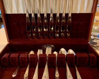 Starlight Silver Plate Flatware 43 Pieces, 8 Five Piece Place Settings Mid Century Flatware, Wedding Bridal Gift, Cutlery Box Included
