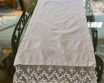 White Linen Table Runner, 6 Inch Crochet Lace Hem, 17 x 51 Inches, Vintage White Linen Dresser Scarf, French Country Cottage Farmhouse Decor