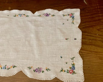 White Linen Table Runner Hemstitch Pattern, Floral Hand Embroidered Design, Scalloped Hem with Crochet Trim, 15 x 38 Inch, Cottage Farmhouse