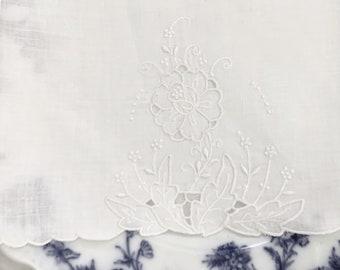 White Linen Tea Towel, Floral Cutwork Tea Towel, Vintage Linen Guest Hand Towel, Scalloped Finger Towel, Cottage Farmhouse