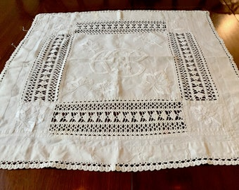 Linen Crewel Table Topper, Vintage Ecru Linen with Handmade Crochet Lace and Floral Crewel Needlework, 31 x 31 Inches, French Country