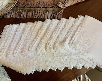 White Linen Napkins, Vintage Embroidered Dinner Napkins, Open Work Lace Trim Lace Insert Corner, 16 inch Napkins, Holiday Dining,