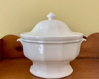 Pfaltzgraff Heritage White Tureen, Large Soup Tureen, Vintage White Stoneware Soup Tureen, Cottage Farmhouse Kitchen