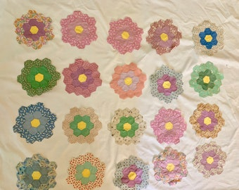 20 Grandmother Flower Garden Quilt Pieces, Vintage Hexagon Shaped Quilt Pieces, 8 Inch Hand Sewn Honeycomb Shaped Pattern