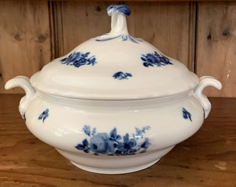 Blue White Porcelain Tureen, Vintage Bavarian Covered Vegetable Soup Tureen, Floral Blue White Pattern, Blue White China Kitchen Decor