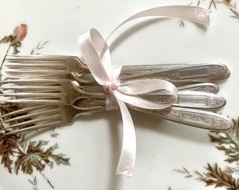 Art Deco Dinner Knives, Set of 6 Community Plate Grosvenor Dinner Knives, Mix Match Flatware, Holiday Dining