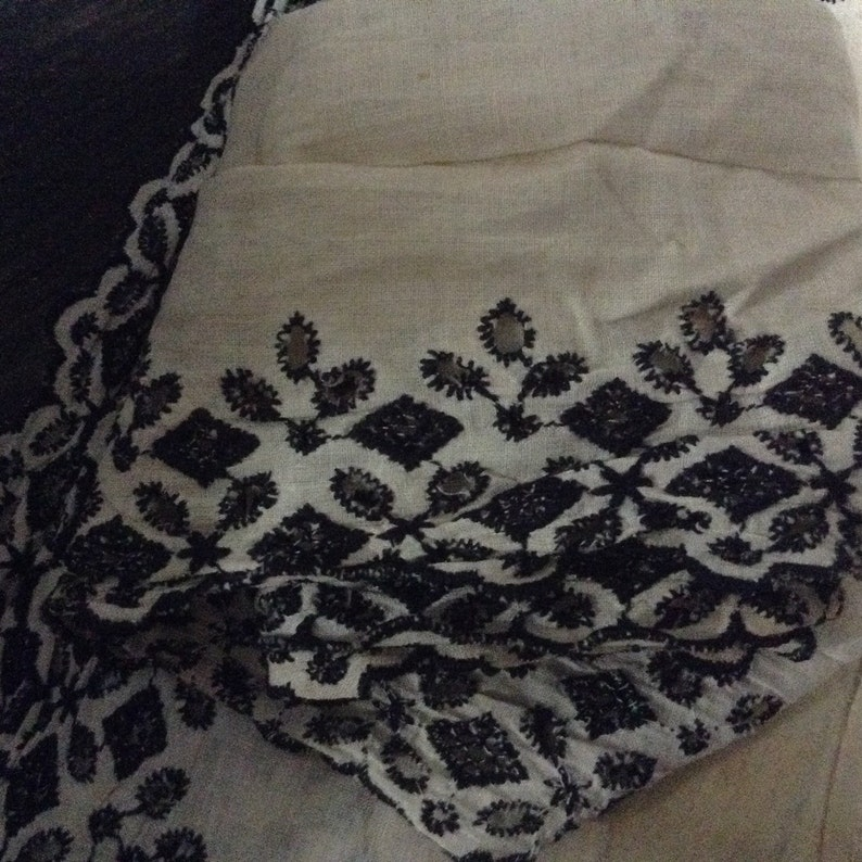 3 yards 4 wide bw embroidered edging