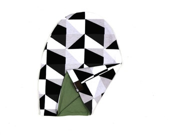 Reversible beanie - Monochrome triangles / Olive - slouch beanie - hipster beanie