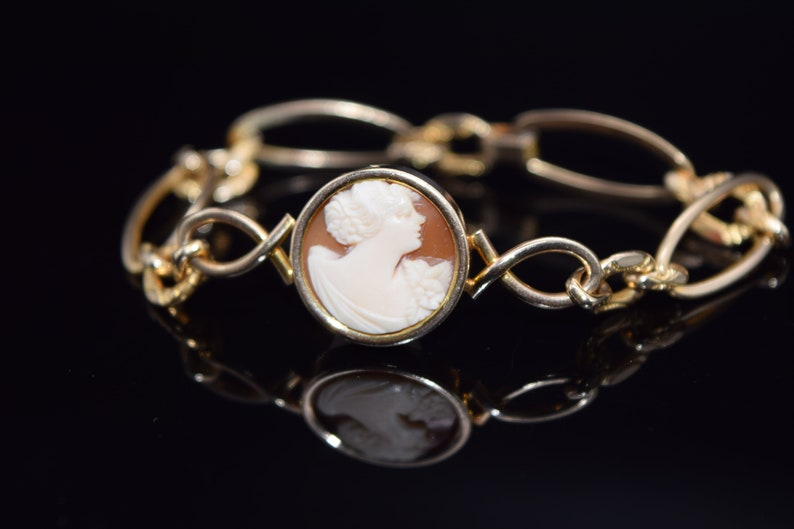 Vintage SIMMMONS Gold Cameo Bracelet Hand Carved Shell Cameo Bracelet Cameo Jewelry