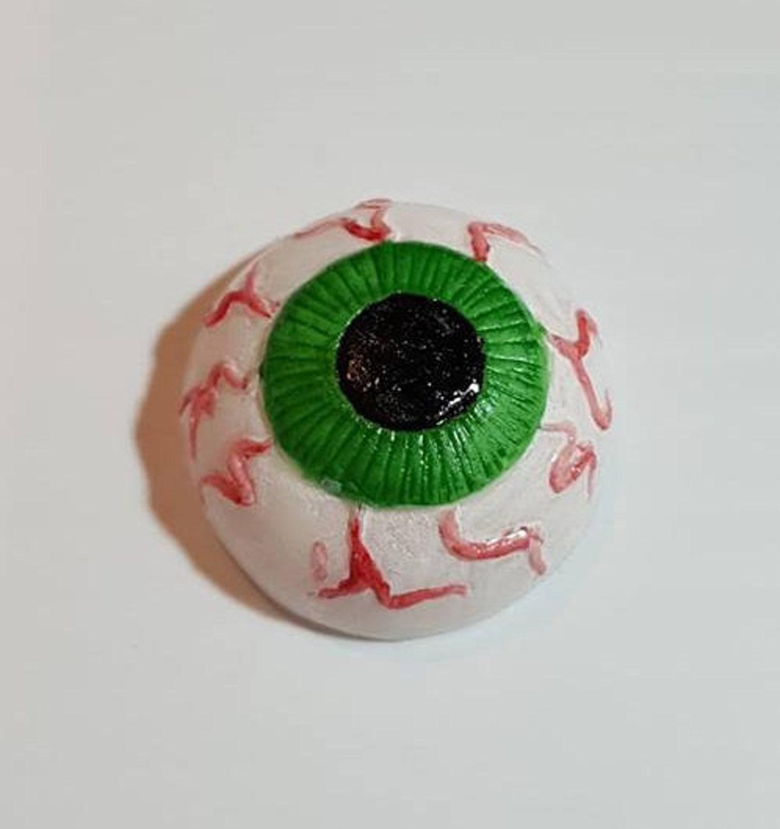 Fondant Eyeball Toppers