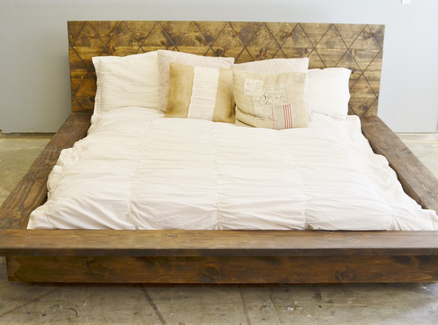 rustic wood platform bed frame with patterned. Black Bedroom Furniture Sets. Home Design Ideas