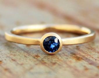18k goldring w/ blue sapphire