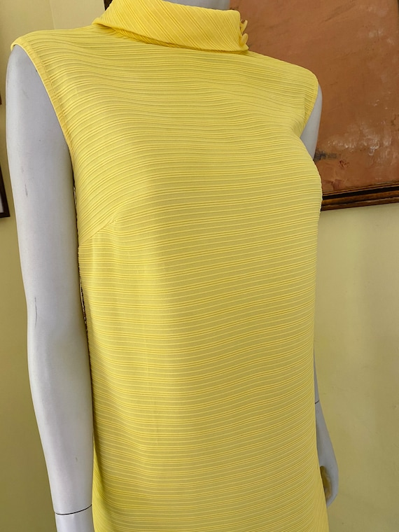 1960's, Ribbed Polyester Knit, Bright Yellow, She… - image 3