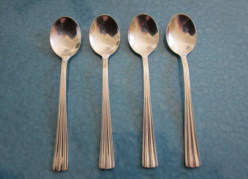 2 Wallace Silversmiths Lotus pattern Soup Spoons Japan made Stainless Nice
