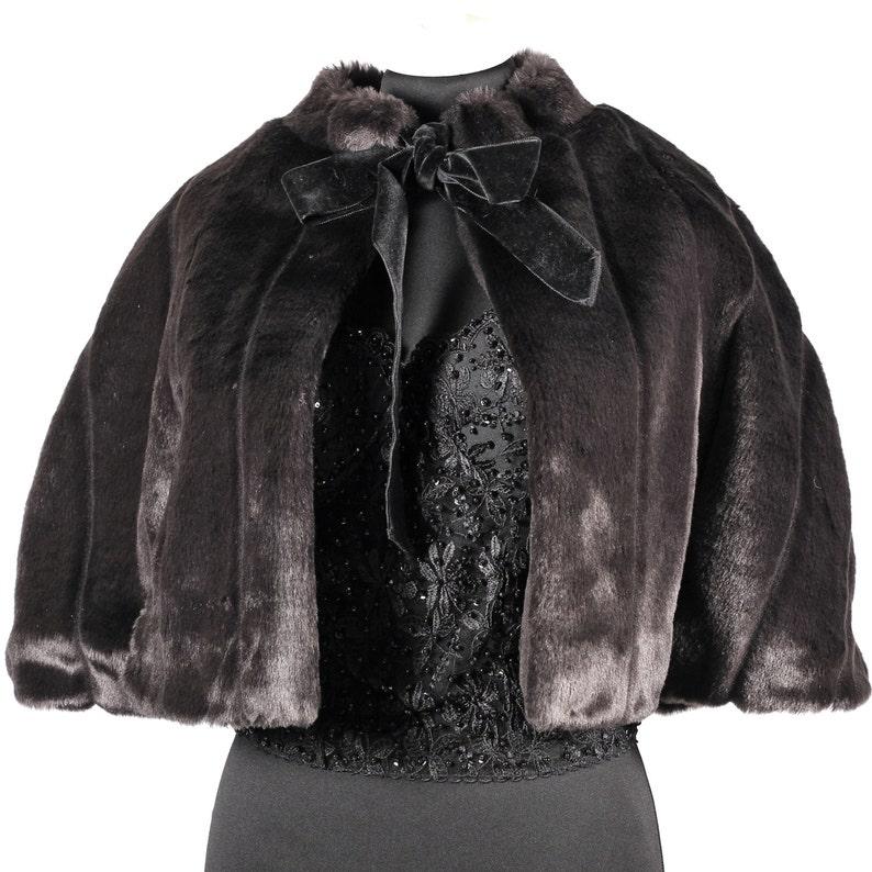 innovative design 8f1c1 14c44 Mantellina in pelliccia ecologica di produzione Une Nouvelle Vie in stile  anni '50