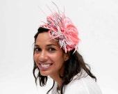 Aboyne - Tocado rosa, tocado de plumas rosas, tocado para invitada, invitada de boda, tocado para madrina, tocado gris, boda de dia, tocados