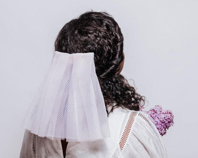 Vintage inspired short wedding veil, polka dot veil, 60s style dotty veil, pink veil, short 60s style veil, minimalistic veil, bouffant veil
