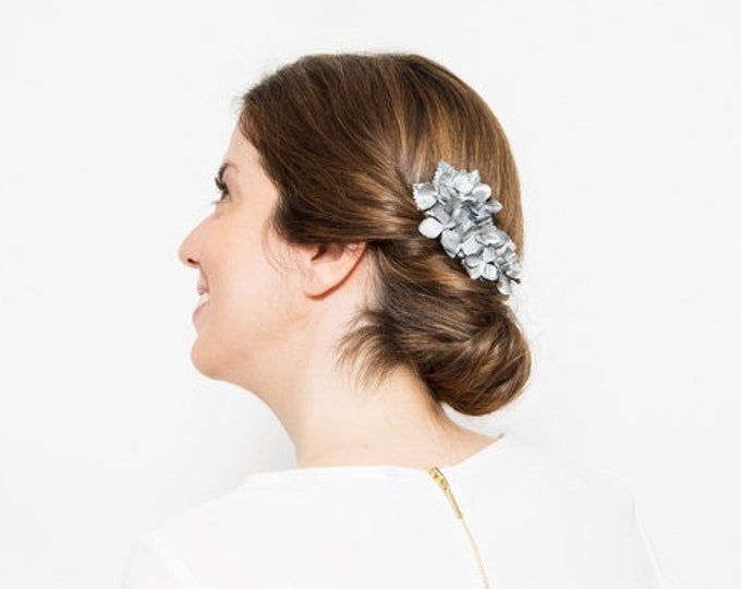 Ùna - Floral Headpiece with silver flowers and leaves