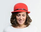 Tearlach - Sombrero de Fieltro Rojo con cinta en negro, sombrero cloche invernal, regalo de navidad, black friday