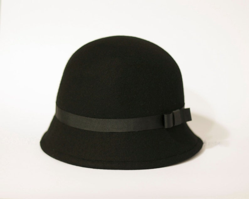 84b711a103942b Black felt hat black cloche hat winter wool felt hat 1920s | Etsy