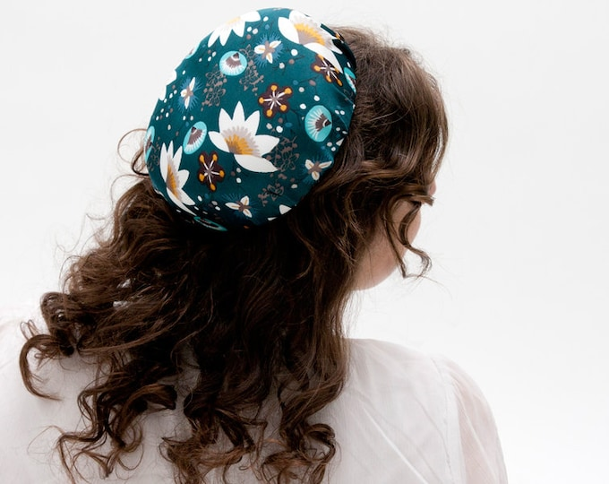Pillbox hat,  cocktail hat, green fascinator floral fascinator, wedding guest hat, Audrey Hepburn style, Jackie o style, wedding pillbox hat