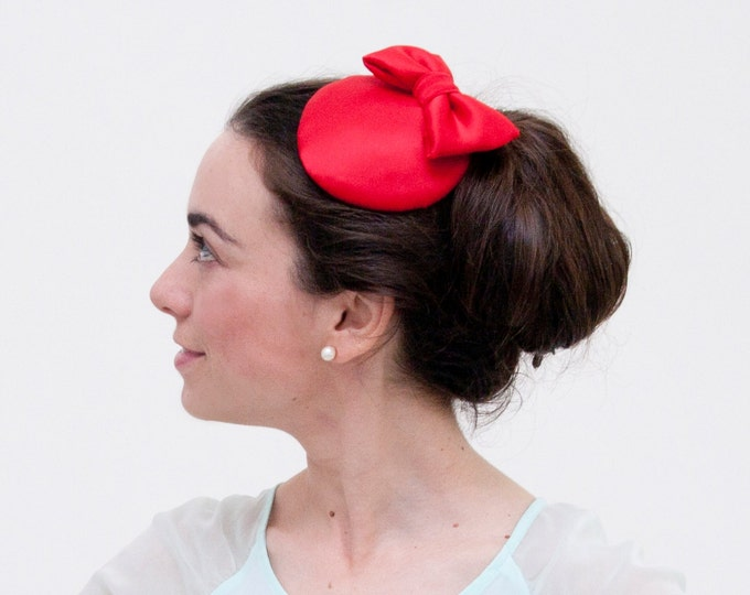 Red mini hat Red pillbox hat, red bow hat, cocktail hat, red wedding fascinator hat, Kentucky derby hat fascinator