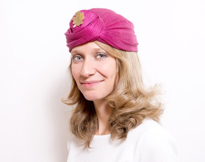 Spey - Fuchsia Turban made with silk sinamay and detail of golden brass clover brooch
