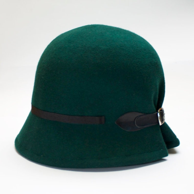 cee7c146f0f04 Green felt cloche hat for women vintage style hat winter